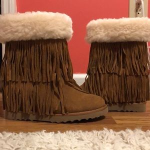 Madden Girl 8M Fuzzy Brown Fringe Boots